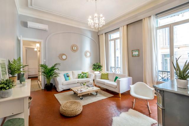 Appartement haussmannien marseillais classique chic salon marseille par caroline s mac - Home staging salon ...