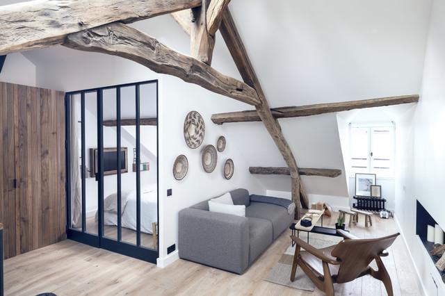 Modelo de salón para visitas escandinavo, de tamaño medio, sin chimenea y televisor, con paredes blancas y suelo de madera clara