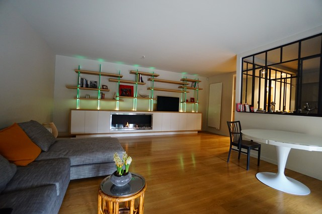 biblioth que sur mesure int grant la t l vision et une chemin e thanol contemporain salon. Black Bedroom Furniture Sets. Home Design Ideas