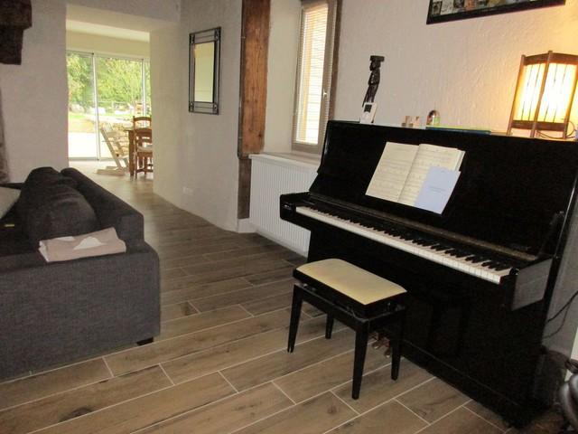 Carrelage Imitation Parquet Dans Une Ancienne Maison Et Son Extension Neuve  Country Living Room