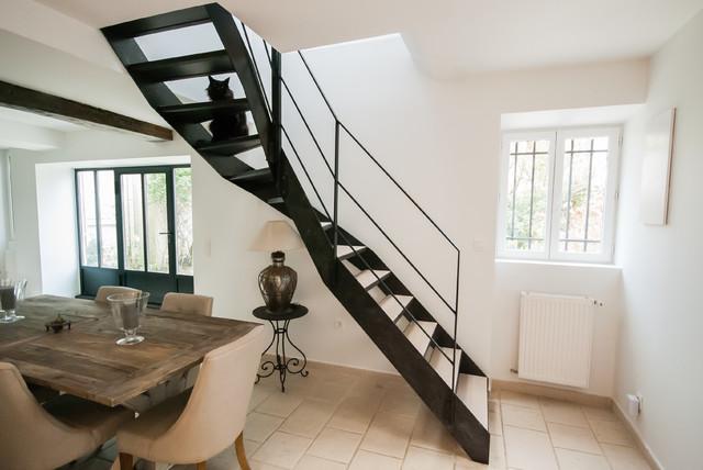 Escalier métallique dans une meulière rustique - Moderne - Salon ...
