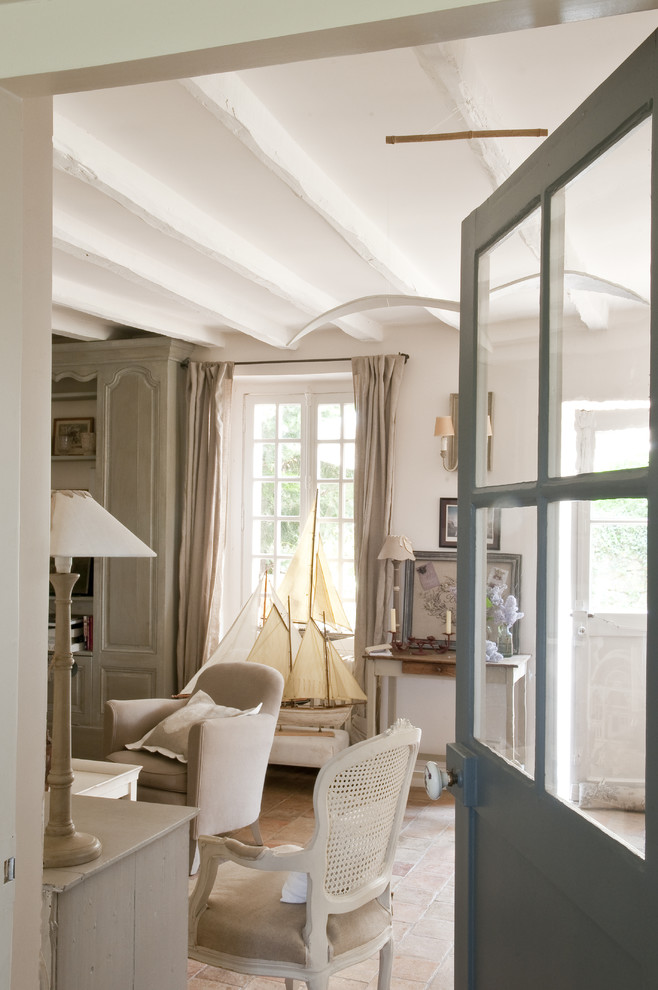 Living room - country living room idea in Paris