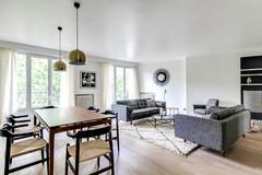 Eine Wohnung wird nach über 30 Jahren renoviert – aus der Ferne