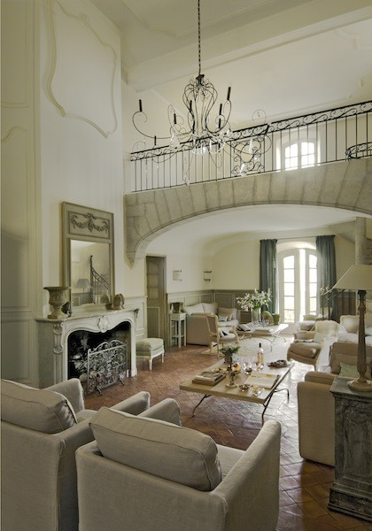 In a bastide proven ale mediterranean living room for Decor interieur de salon