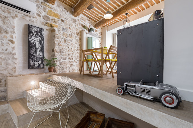 Houzz Tour Old Arches Beams And Stones Become Au Courant