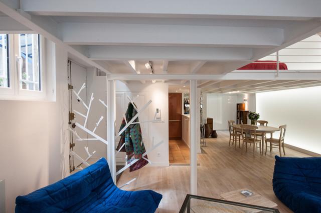 Loft plus lumineux entrée avec un porte manteau claustra contemporain salon