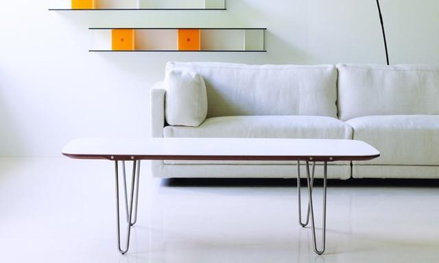 Salon blanc avec shark table basse rectangulaire for Architecture traditionnelle scandinave