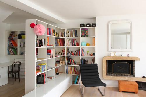 une biblioth que pour s parer l 39 espace sans cloisonner femme actuelle. Black Bedroom Furniture Sets. Home Design Ideas