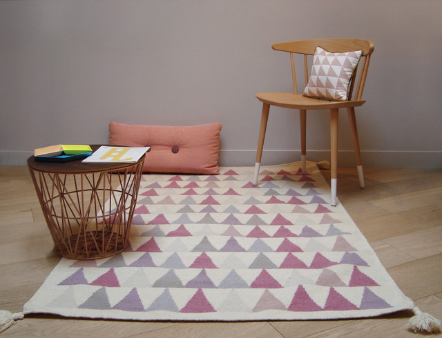 tapis triangles rose scandinave salon paris par tapis. Black Bedroom Furniture Sets. Home Design Ideas