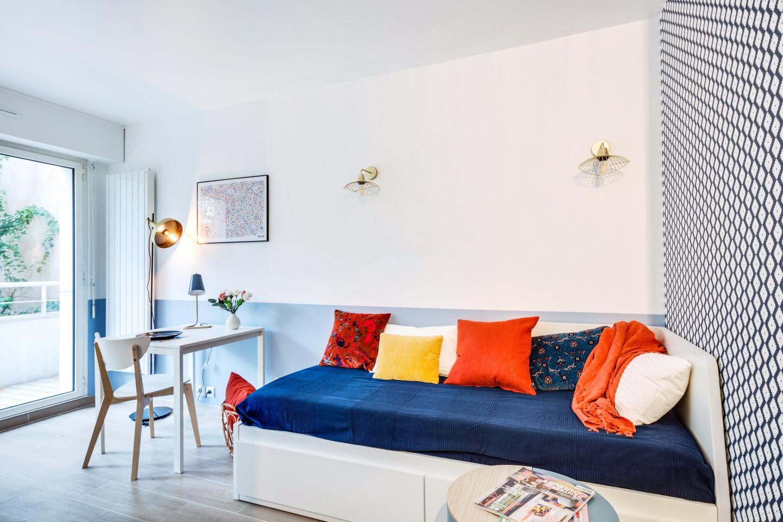 Un espace optimisé pour se détendre, dormir et prendre ses repas