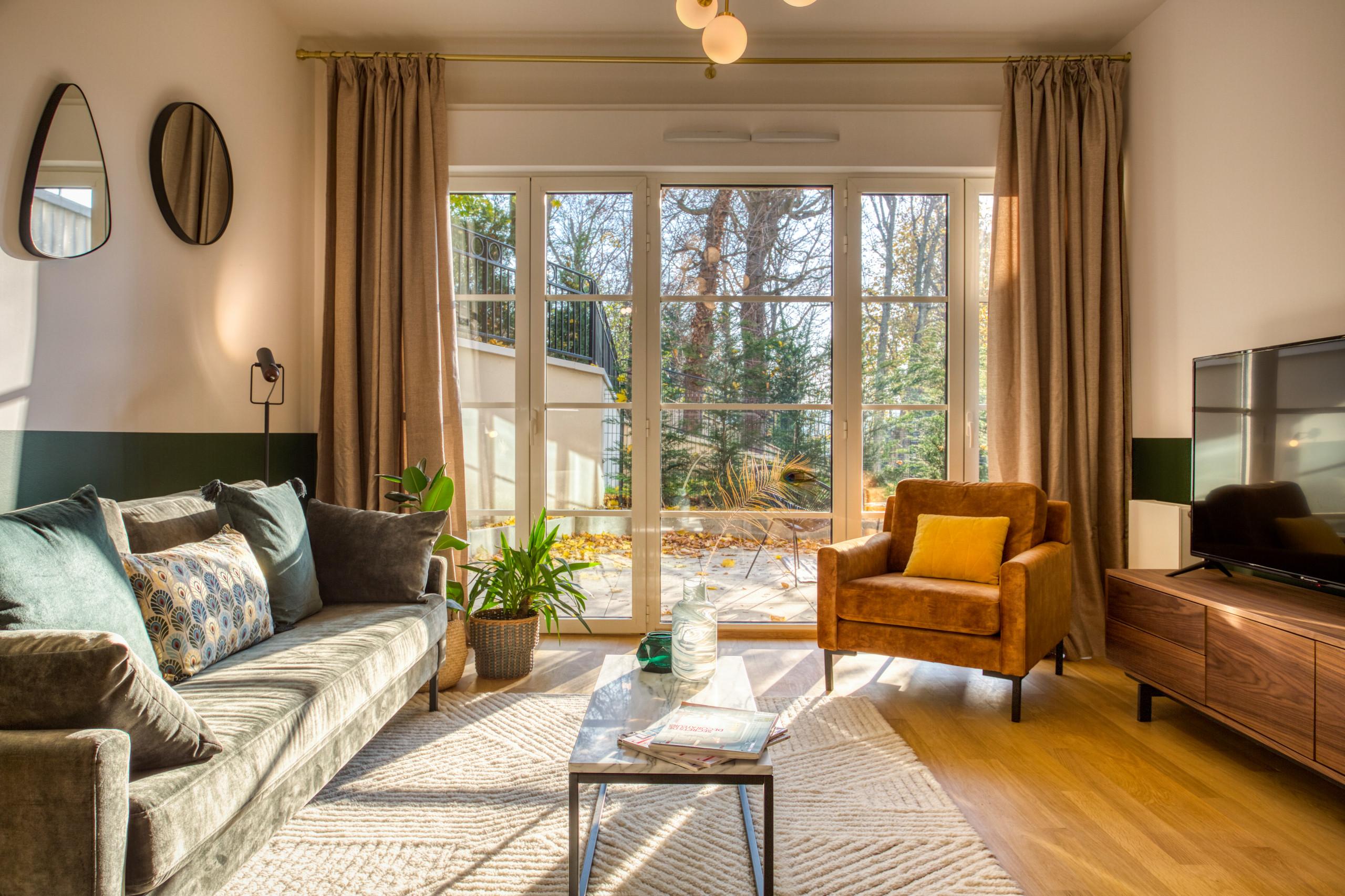 Un salon accueillant et très lumineux