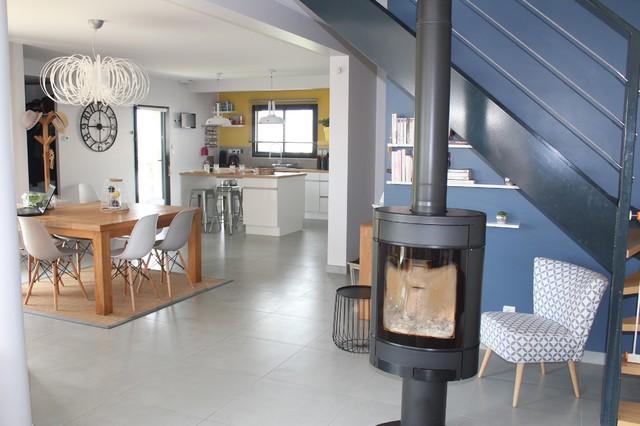 Une Maison Moderne Esprit Scandinave Scandinave Salon Other Metro Par Couleurs Et Nuances