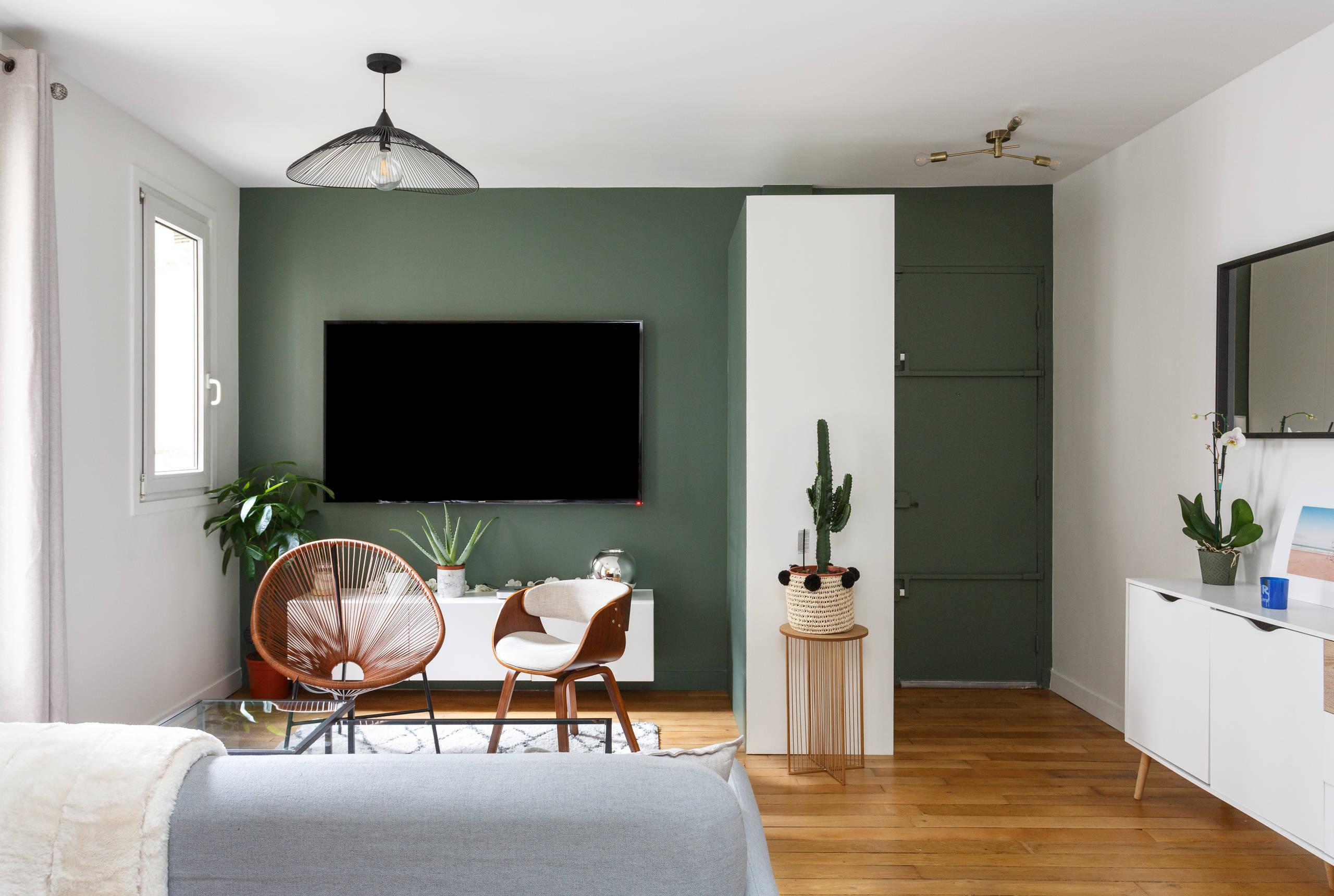 Une pièce à vivre moderne et chaleureuse