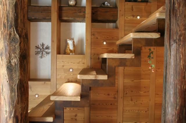 Appartamento in baita in montagna scale altro di for Arredamento chalet legno