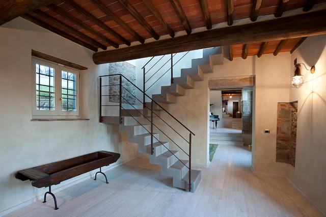 Casa in campagna in campagna scale firenze di for Arredare pianerottolo scale