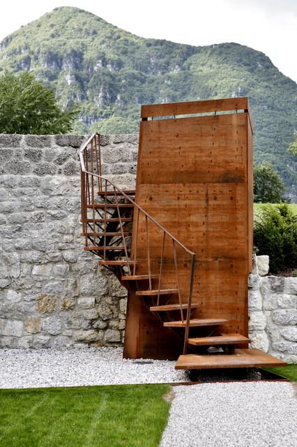 Castello ceconi esterni scale venezia di elia for Arredare pianerottolo scale