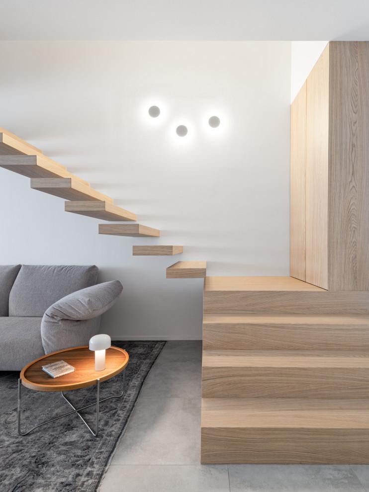 Idee per una grande scala a rampa dritta design con pedata in legno e nessuna alzata