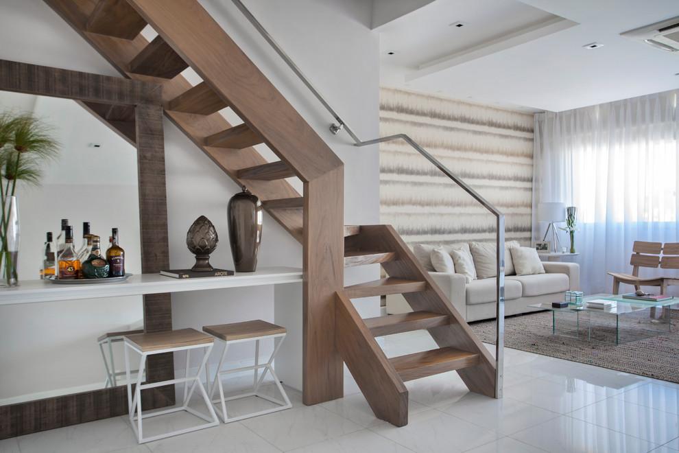 Idee per una scala design con pedata in legno, nessuna alzata e parapetto in metallo