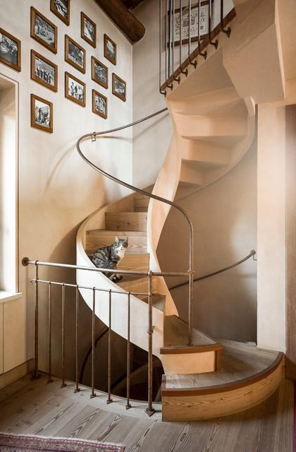Studio progetti e arredo for Arredare pianerottolo scale