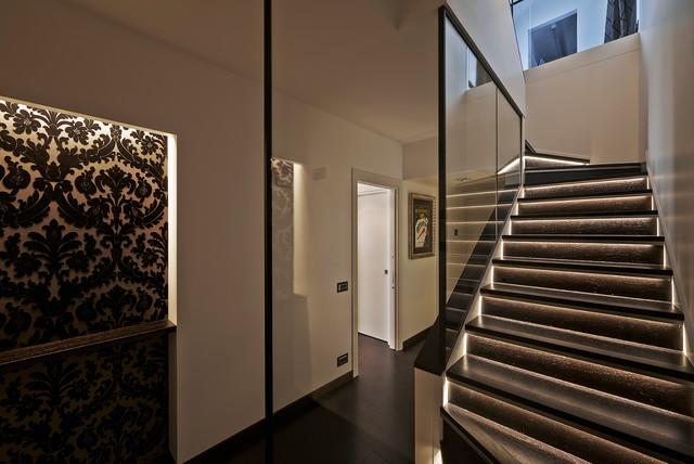 Una casa al maschile contemporaneo scale milano di for Arredare pianerottolo scale