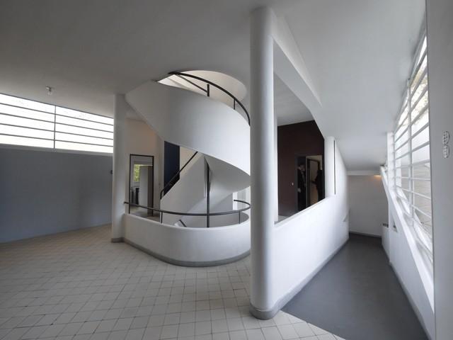 Ville savoye a poissy le corbusier moderno scale for Arredare pianerottolo scale