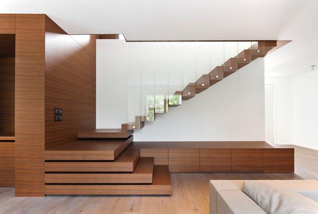 """Ispirazione per una grande scala a """"U"""" design con pedata in legno"""
