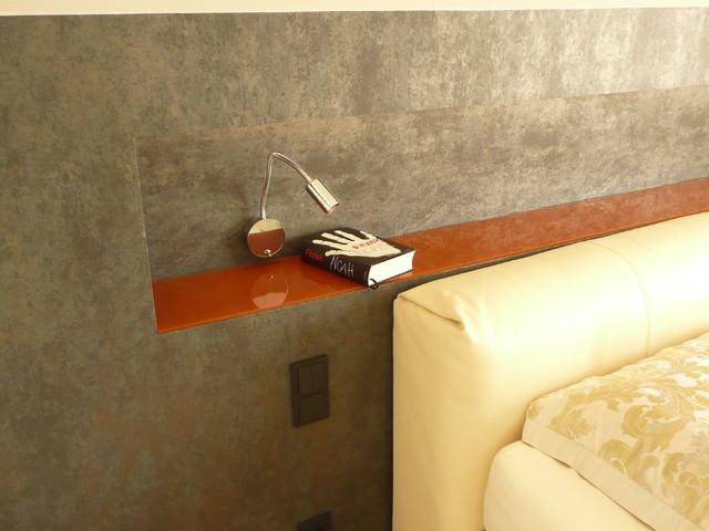 ablage nische integriert im drempel modern schlafzimmer berlin von karin g tz. Black Bedroom Furniture Sets. Home Design Ideas