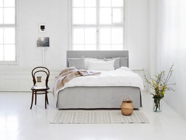 graues Design im Schlafbereich Boxspringbett in Weiß