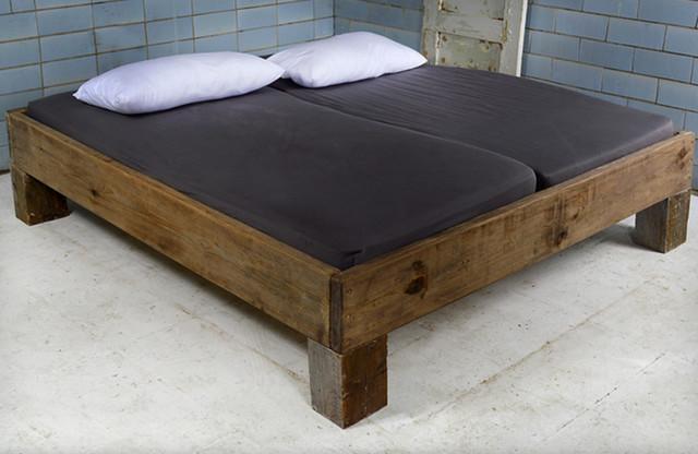 Rustikal bett  Design Bett aus recyceltem Bauholz & Dachbalken | VIGNES ...