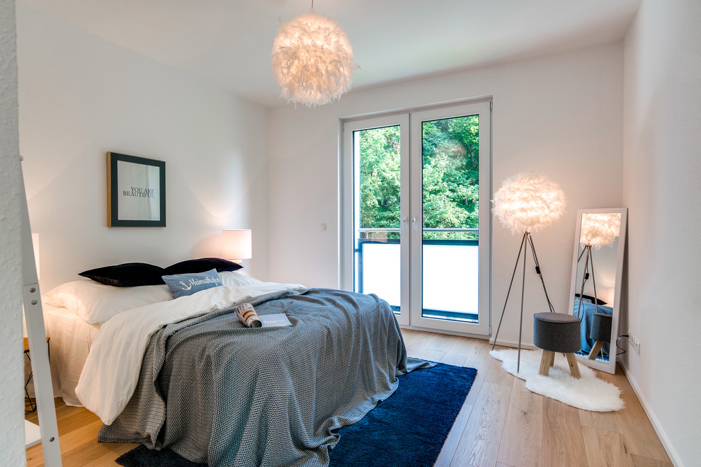 Inspiration for a mid-sized scandinavian guest light wood floor and beige floor bedroom remodel in Hamburg with white walls and no fireplace
