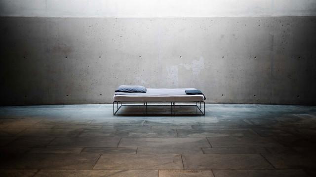 Ion das minimalistische metallbett im industriedesign aus berlin