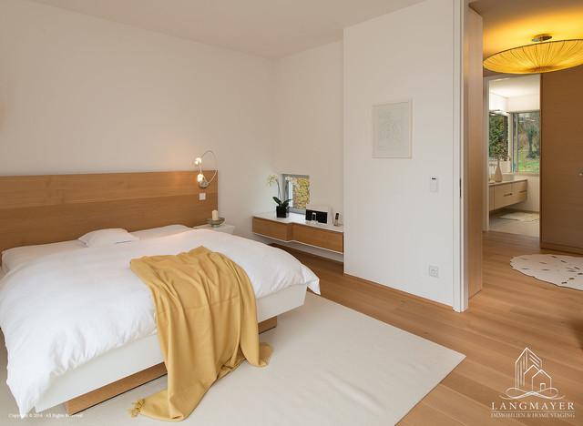 Modernes Einfamilienhaus im Bauhausstil mit hochwertiger Ausstattung ...