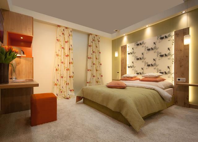 Schlafzimmer aus Zirbenholz und Glas - Contemporary - Bedroom ...