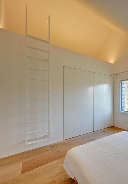 schlafzimmer mit schlafgalerie schlafnische modern schlafzimmer berlin von m hring. Black Bedroom Furniture Sets. Home Design Ideas