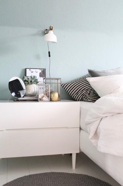 Schlafzimmmer Streichen Eine Wand In Mintgrun Skandinavisch Schlafzimmer Sonstige Von Kolorat