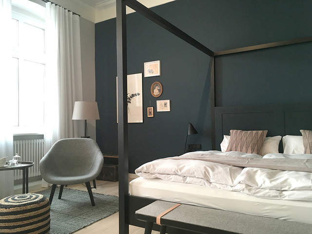villa weiss skandinavisch schlafzimmer berlin von atelier raumfragen. Black Bedroom Furniture Sets. Home Design Ideas