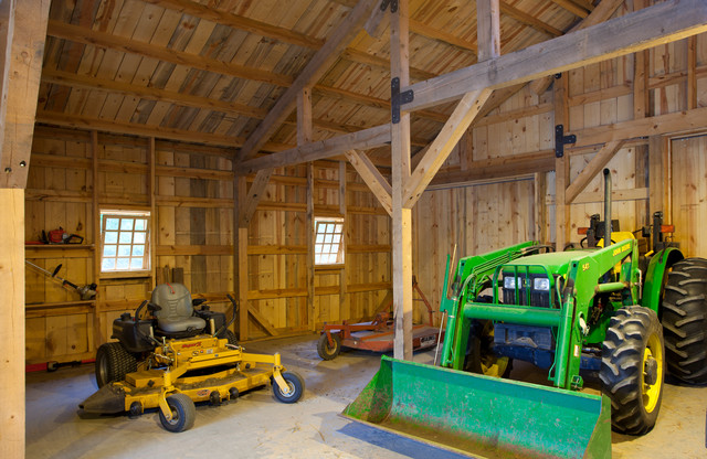 Acreage Barn in Kansas traditional-garage-and-shed