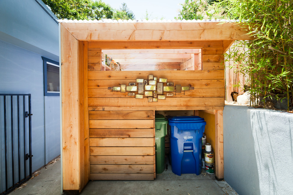 Example of a trendy detached shed design in Santa Barbara