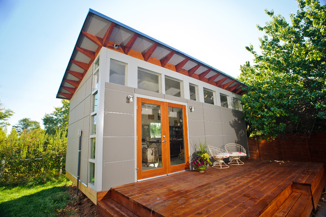 Artist 39 s studio studio shed lifestyle modern garage for Prefab garage with studio