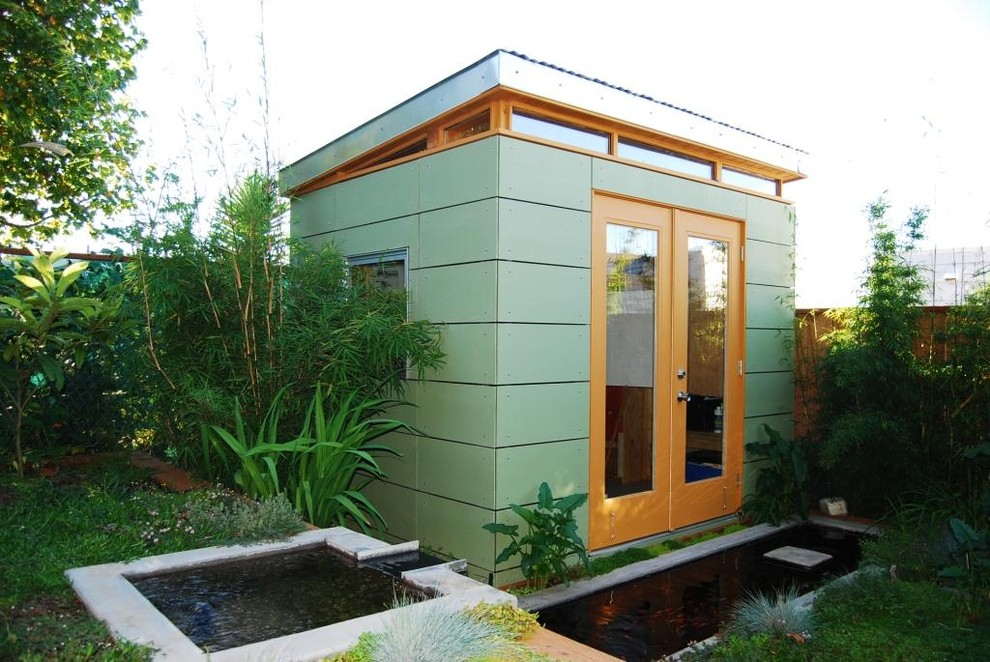 Example of a trendy detached studio / workshop shed design in San Francisco