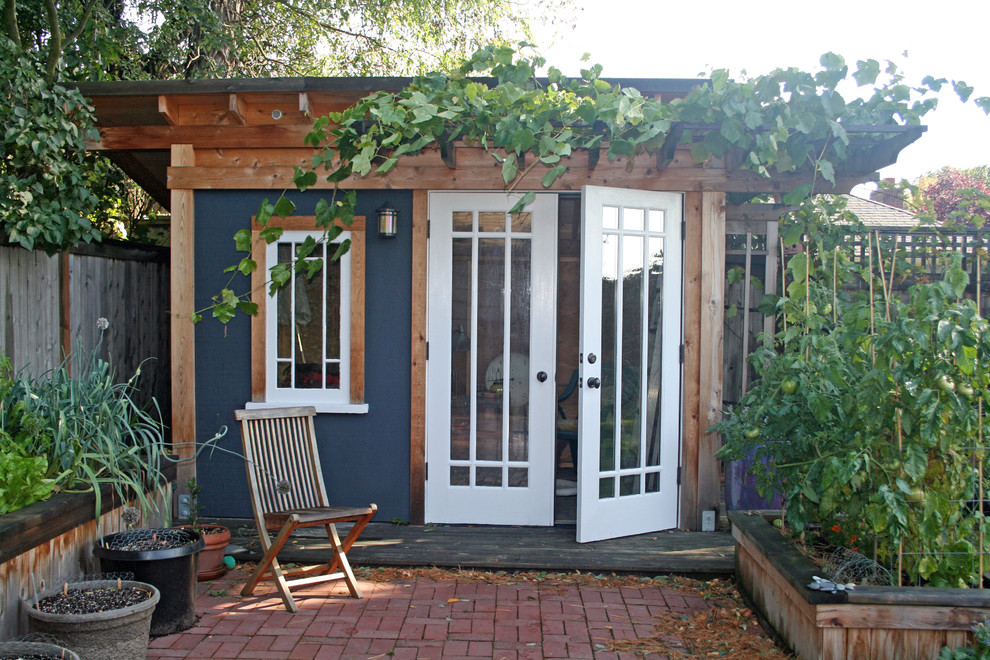 Inspiration for a rustic studio / workshop shed remodel in Seattle