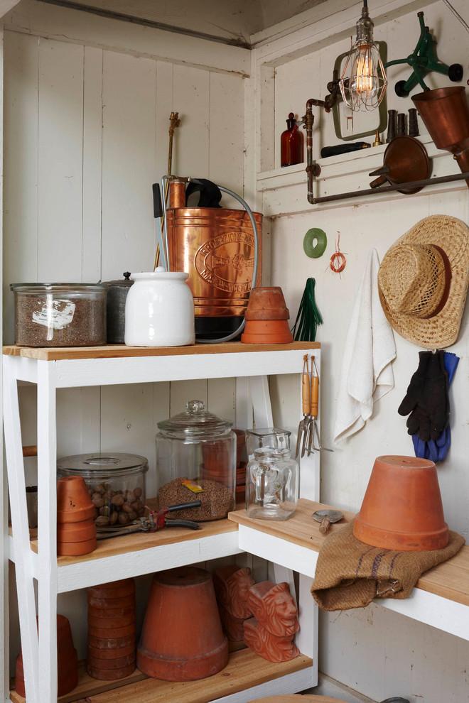 Inspiration for a timeless garden shed remodel in Detroit