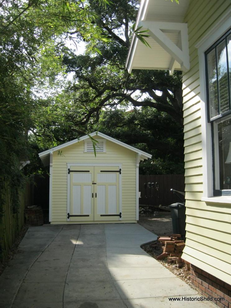 Inspiration for a craftsman detached garden shed remodel in Tampa