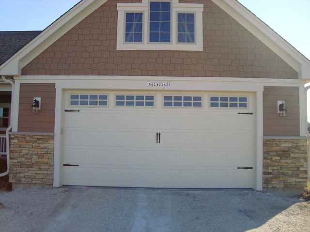 Carriage house style garage doors craftsman garage and for Craftsman style garage
