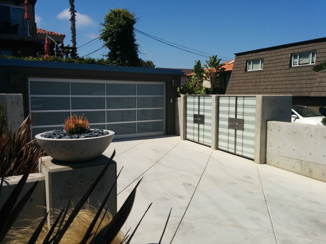 Cleghorn Residence, La Jolla CA contemporary-garage-and-shed