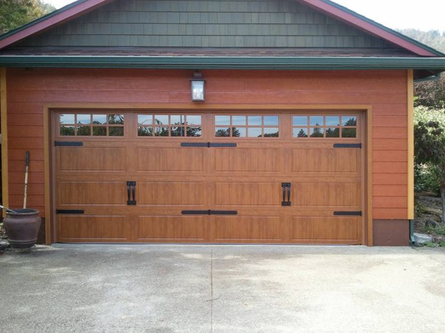 Clopay gallery series gd1lp in medium oak traditional for Clopay steel garage doors