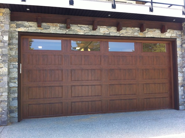 Clopay gallery series ultra grain garage doors for Clopay gallery ultra grain walnut