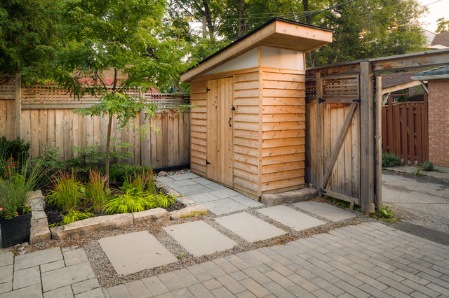 Danforth backyard Modern Granny Flat or Shed Toronto by