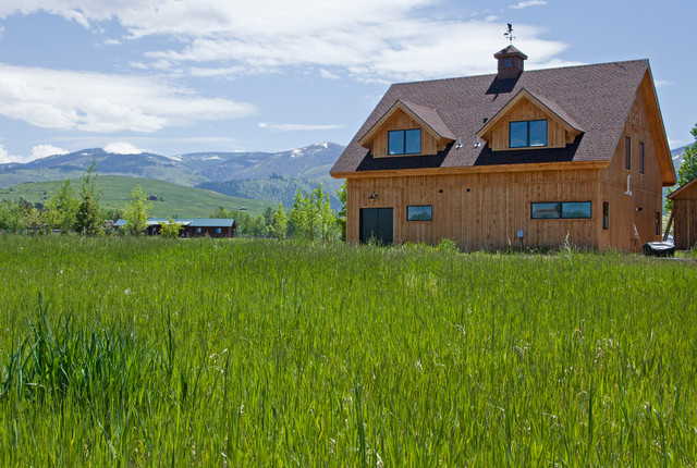 Detached Garage in Montana rustic-garage-and-shed