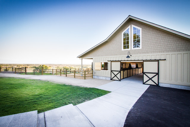 Eagle Equestrian Barn and Remodel - Farmhouse - Garage And Shed - boise - by Gravitas, Inc.